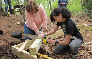 Building an observation platform along a nature trail - Photo by Gaynor Bigelbach