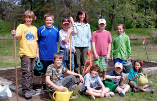 Service learning project to start a pollinator garden - Photo by Gaynor Bigelbach